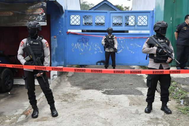 Indonesia raids find explosives, militant suspects after church attack